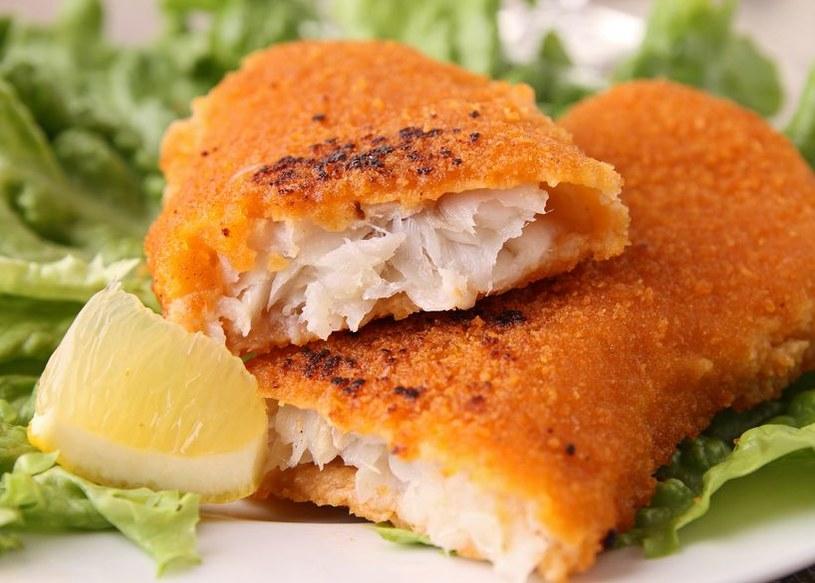Niektóre paluszki rybne wykonane są z mielonej ryby