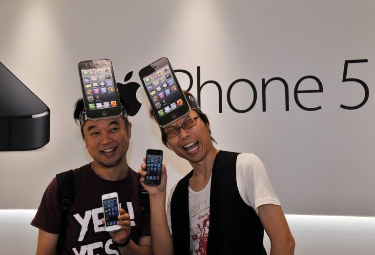 Niektóre partie iPhone'ów 5 mogą być wadliwe i podlegają wymianie /AFP