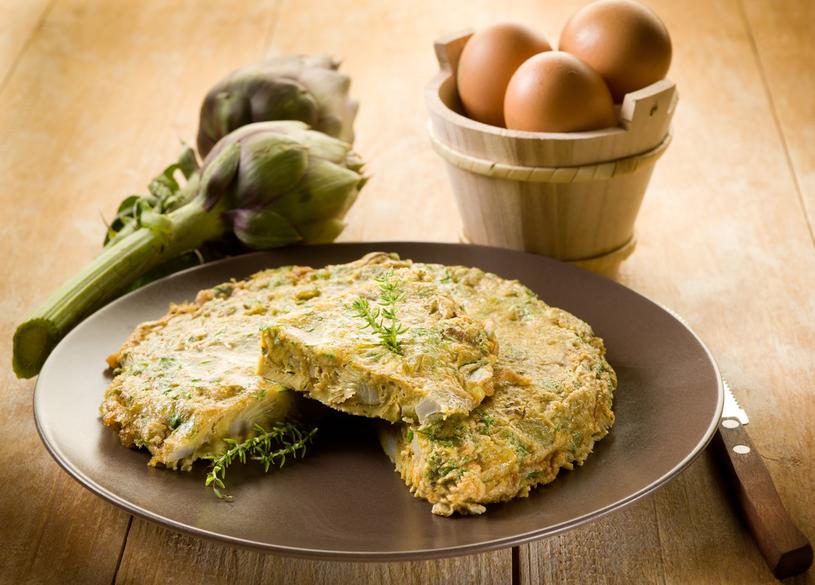 Niektóre włoskie restauracje, sprawdzając kandydatów na kucharzy, proszą o zrobienie frittaty con i carciofi (omletu z karczochami) /123RF/PICSEL