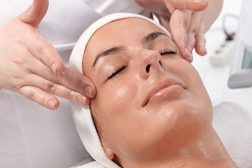 Niektóre zabiegi kosmetyczne nie wymagają dużo czasu a dają naprawdę świetne efekty /123RF/PICSEL