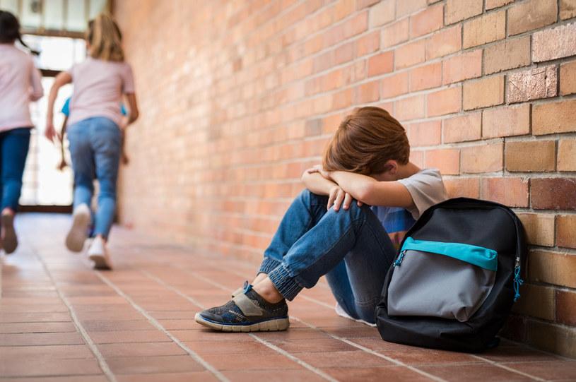 """""""Niektórym nastolatkom trudność sprawia nawet wychodzenie z domu."""" /123RF/PICSEL"""