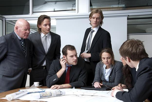 Niektórzy lubią pochwalić się rodzinie i znajomym pracą w znanej, międzynarodowej korporacji /© Panthermedia
