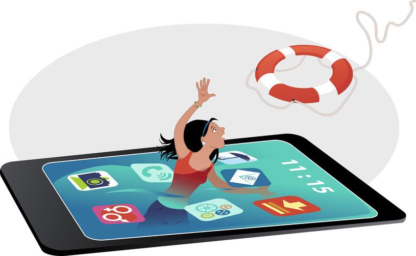 Niektórzy są uzależnienie od smartfonów - przydałby się im więcej niż jeden dzień bez telefonu /123RF/PICSEL