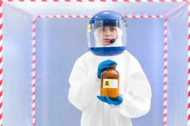 Niektórzy sugerują, że pandemię można wywołać sztucznie w celu kontroli zaludnienia Ziemi /123RF/PICSEL