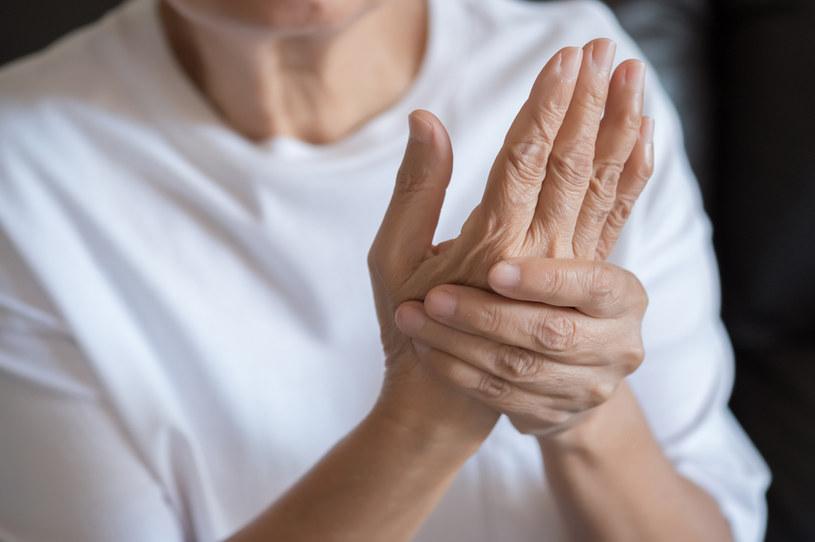 Nieleczona angina może doprowadzić do zapalenia stawów /123RF/PICSEL