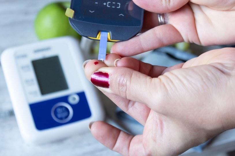 Nieleczona cukrzyca oznacza wiele groźnych komplikacji zdrowotnych, takich jak ślepota, uszkodzenie nerwów, nerek, udary /123RF/PICSEL