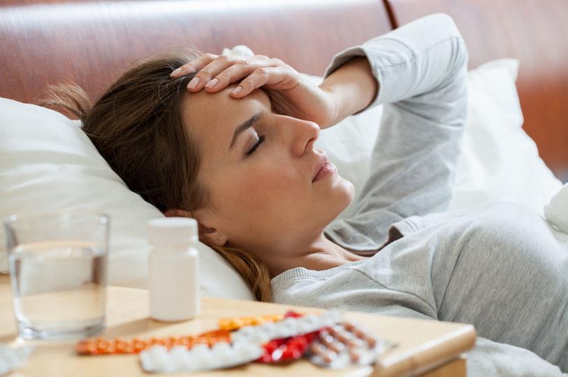 Nieleczona grypa może być tragiczna w skutkach, zwłaszcza dla osób starszych i chorych przewlekle /123RF/PICSEL
