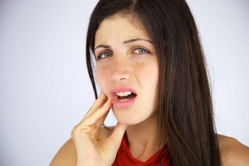 Nieleczona paradontoza może mieć tragiczny wpływ nie tylko na nasze zęby, ale także na zdrowie całego naszego organizmu /123RF/PICSEL