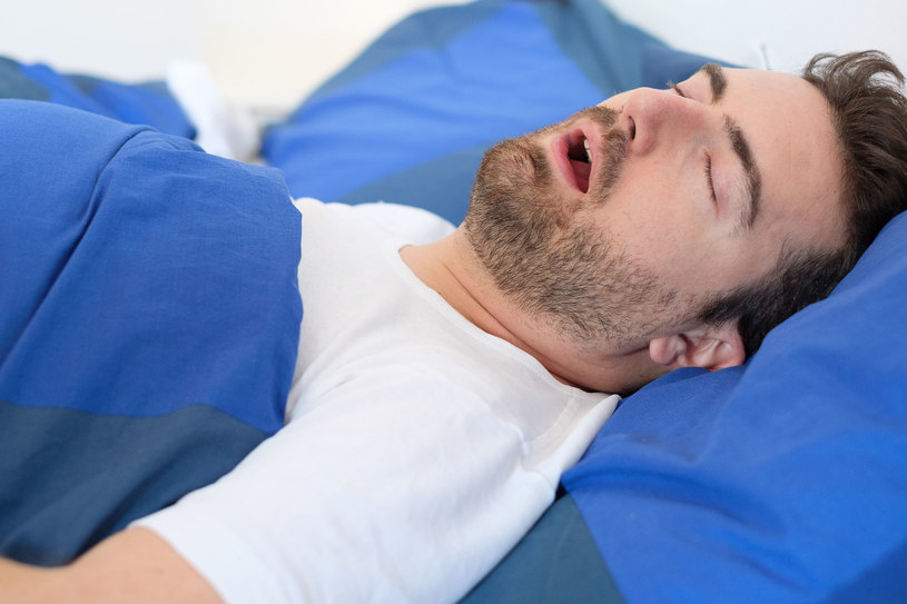 Nieleczone chrapanie i bezdechy mogą mieć bardzo poważne konsekwencje zdrowotne /123RF/PICSEL
