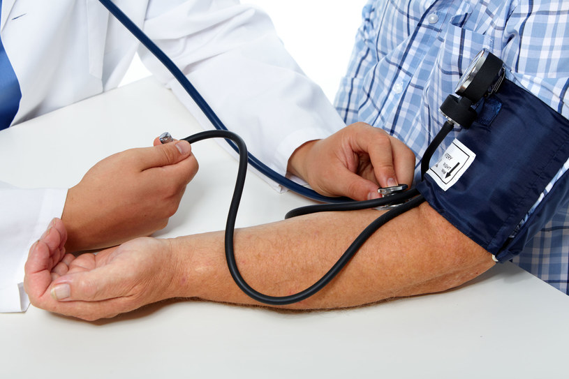 Nieleczone nadciśnienie tętnicze prowadzi do rozwoju m.in. choroby niedokrwiennej serca /123RF/PICSEL