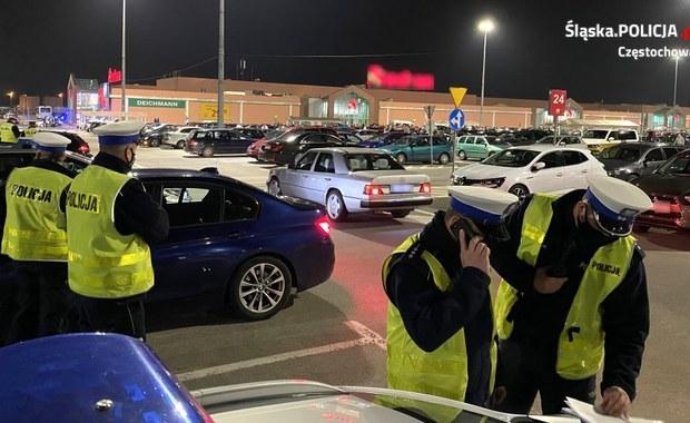 Nielegalne wyścigi pod Częstochową. Zjechało blisko 700 osób