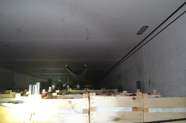 Nielegalni imigranci ukrywali się w ciężarówce przewożącej owoce /Straż Graniczna /