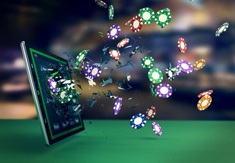 Nielegalni operatorzy gier online przyczyniają się do strat w budżecie państwa /123RF/PICSEL