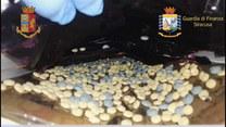 Nielegalnie wysyłali oksykodon do USA. Włoska policja rozbiła sycylijską grupę narkotykową