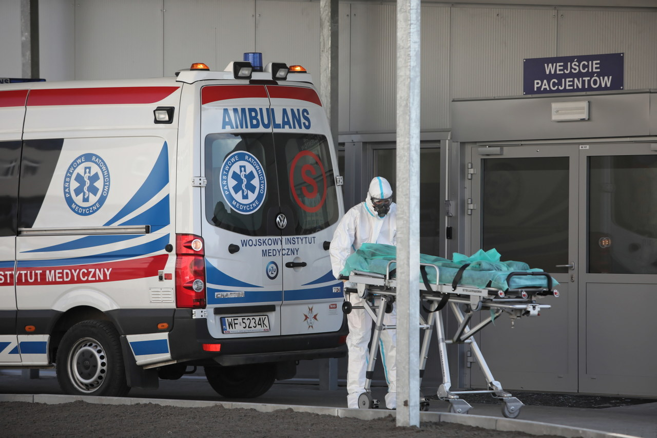Niemal 500 nowych zgonów pacjentów z Covid-19 w Polsce. Ponad 3,1 tys. zajętych respiratorów