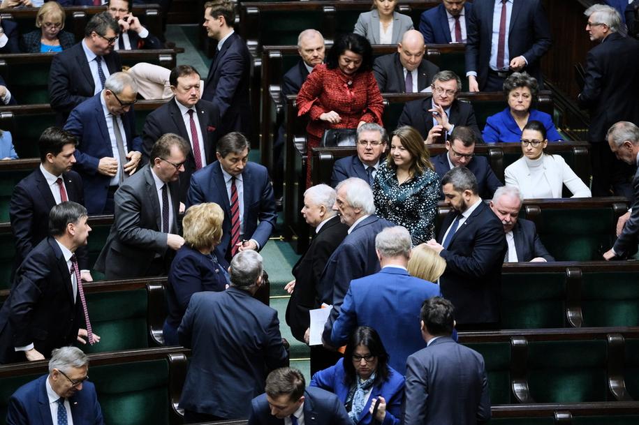 Niemal co czwarty poseł PiS jest ministrem, to połowa całego rządu /Mateusz Marek /PAP