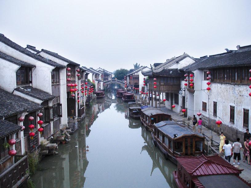 Niemal jedyne, co pozostało z miasta Suzhou, dawnej Wenecji Chin. Dziś to wielka metropolia, której kanały zasypano, by wznieść biurowce i poprowadzić szerokie arterie /Marcin Jacoby /Wydawnictwo Muza