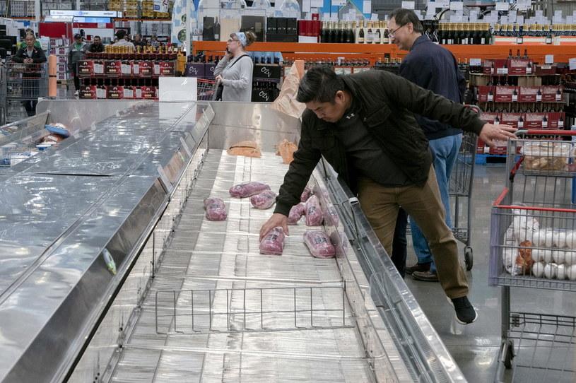 Niemal pusty sklep w Kalifornii /AFP