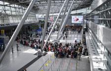 Niemcy: Atak nożownika na lotnisku w Düsseldorfie. Trwa pościg