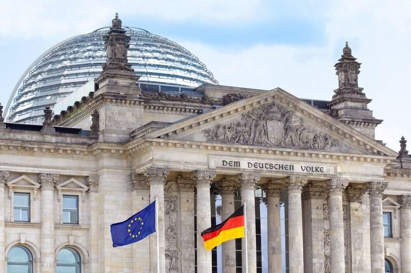 Niemcy mają problem z osiągnięciem miliona aut elektrycznych /123RF/PICSEL