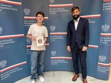 Niemcy. Młody Polak uratował życie strażaka podczas powodzi. W piątek odebrał podziękowania od Konsula RP