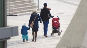 Niemcy odraczają cięcia zasiłku dla dzieci z UE