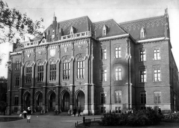 Niemcy podstępnie zwabili krakowskich uczonych do Collegium Novum /Z archiwum Narodowego Archiwum Cyfrowego