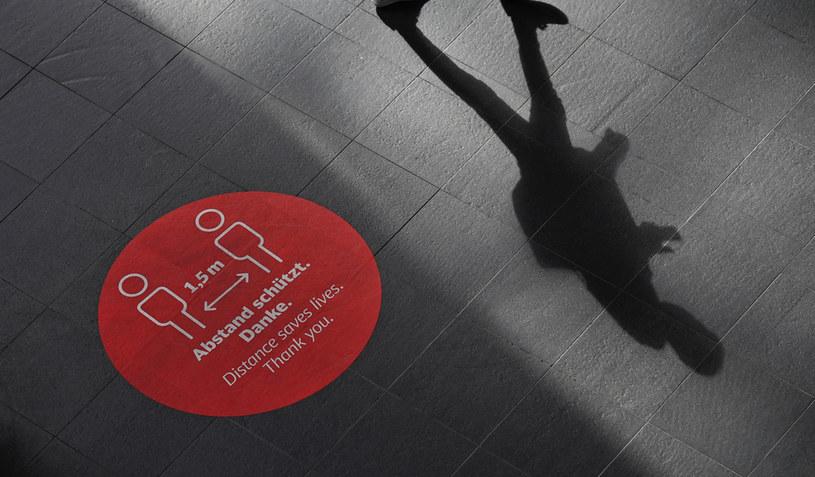 Niemcy: Prawie 17 tys. nowych przypadków koronawirusa /TOBIAS SCHWARZ /AFP