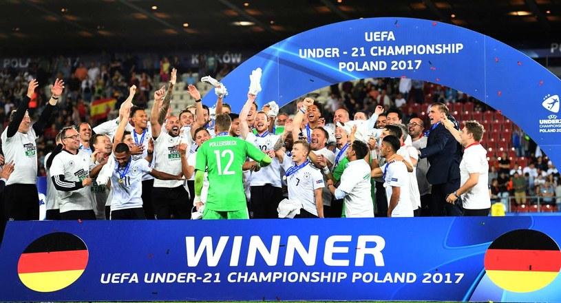 Niemcy triumfują po zwycięstwie nad Hiszpanią w Krakowie /AFP