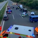 Niemcy: Uzbrojony napastnik wziął trzech zakładników w autokarze. Jest w rękach policji