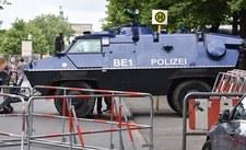 Niemcy: W Berlinie płoną barykady na Rigaer Strasse. Ranni policjanci