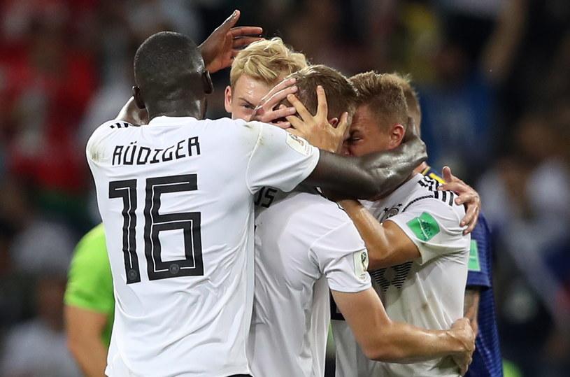 Niemcy z wielkim trudem utrzymali się w grze na mundialu /PAP/EPA