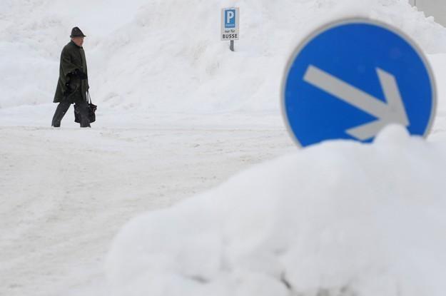 Niemcy zmagają się z atakiem zimy /AFP