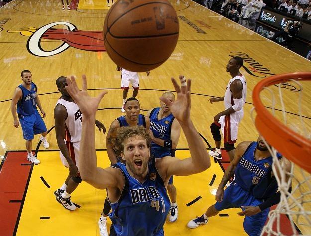 Niemiec Dirk Nowitzki, najlepszy koszykarz finałów NBA /AFP