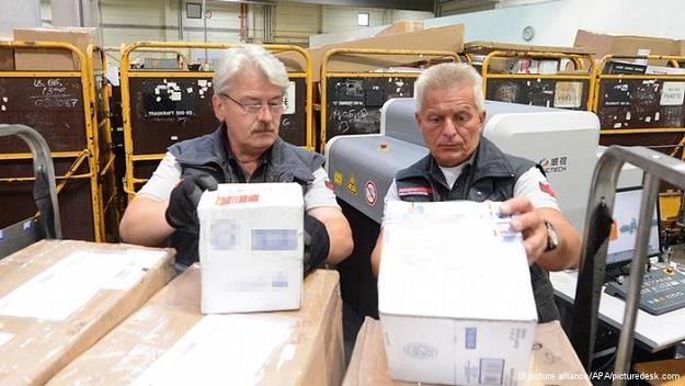 Niemieccy celnicy skarżą się na dużą ilość towarów kupowanych w internecie /Deutsche Welle