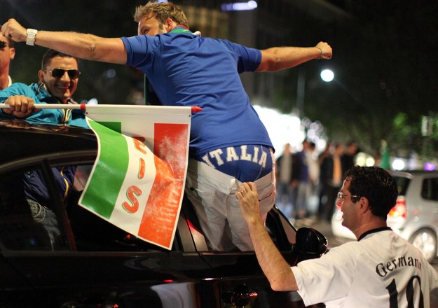 Niemieccy fani nie potrafili się pogodzić z faktem, że do finału Euro awansowali Włosi /INTERIA.PL/AFP