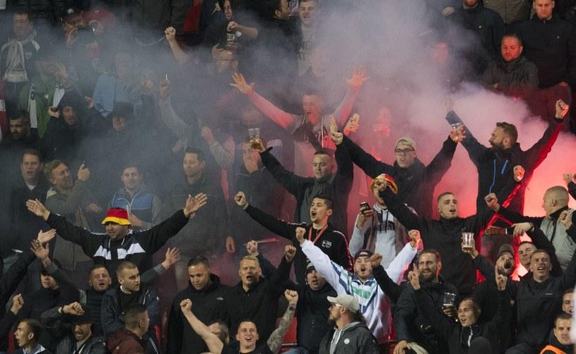 Niemieccy fani podczas meczu z Czechami /AFP