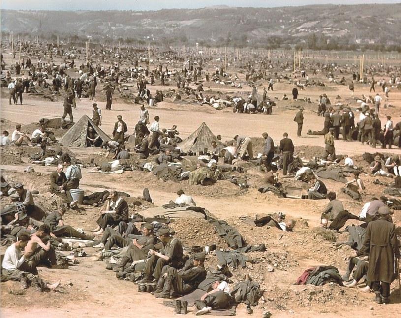 Niemieccy jeńcy wojenni w obozie w Remagen /Bundesarchiv /INTERIA.PL/materiały prasowe