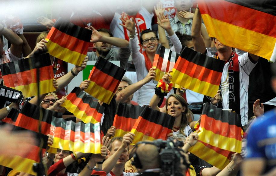 Niemieccy kibice cieszą się ze zwycięstawa po meczu o 3. miejsce mistrzostw świata siatkarzy z Francją /Bartłomiej Zborowski /PAP
