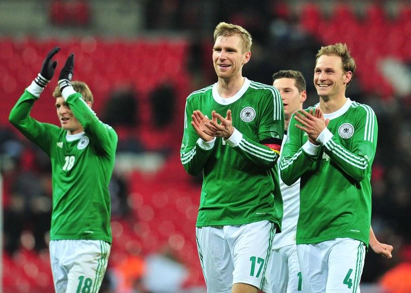Niemieccy piłkarze po wygranej w towarzyskim meczu z Anglią na Wembley /AFP