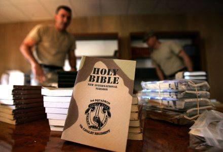 Niemieccy teologowie znaleźli własny sposób na Biblię /AFP