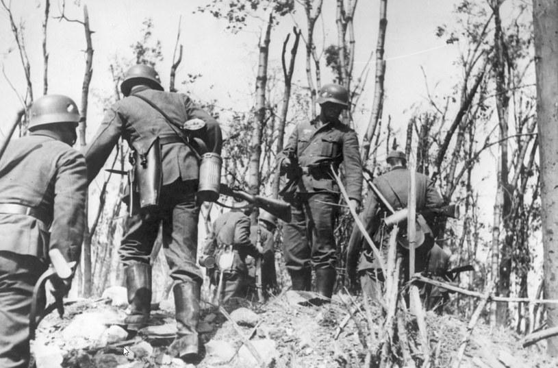 Niemieccy żołnierze przeszukują Westerplatte po kapitulacji /Z archiwum Narodowego Archiwum Cyfrowego