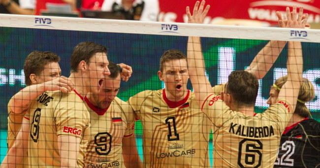 Niemiecka drużyna cieszy się po zdobyciu punktu /PAP/Andrzej Grygiel    /PAP