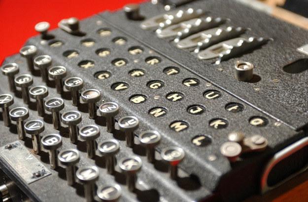 Niemiecka Enigma była historycznym przełomem w dziedzinie szyfrowania danych. Siergiej Lożkin, ekspert Kaspersky Lab, przybliża nam historię szyfrowania danych /AFP