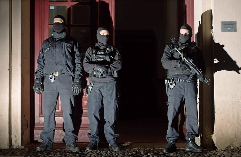 Niemiecka policja przeprowadziła naloty na komórki islamistów /PAP/EPA