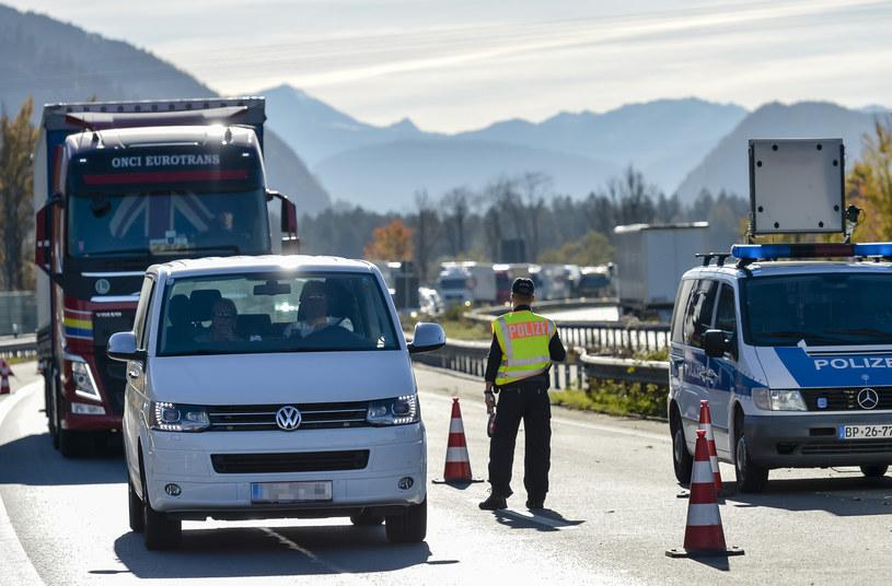 Niemiecka policja w pobliżu granicy z Austrią /AFP
