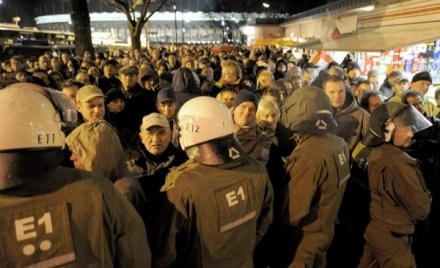 Niemiecka policja zatrzymała w sumie trzydziestu kibiców /AFP