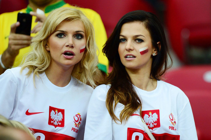 Niemiecka prasa i kibice obwołali Agatę Błaszczykowską (po lewej)  najpiękniejszą fanką Borussii. /Piotr Bławicki /East News