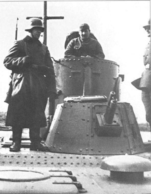 Niemiecka załoga na pokładzie kutra patrolowego /Z archiwum Narodowego Archiwum Cyfrowego