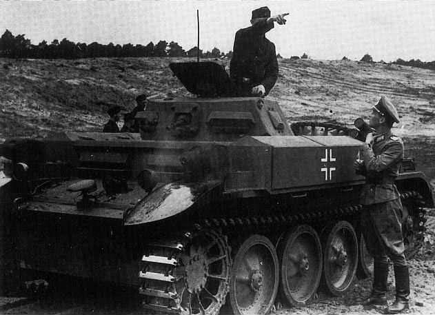 Niemiecki czolg Panzer II Flamm /Wikimedia Commons /INTERIA.PL/materiały prasowe